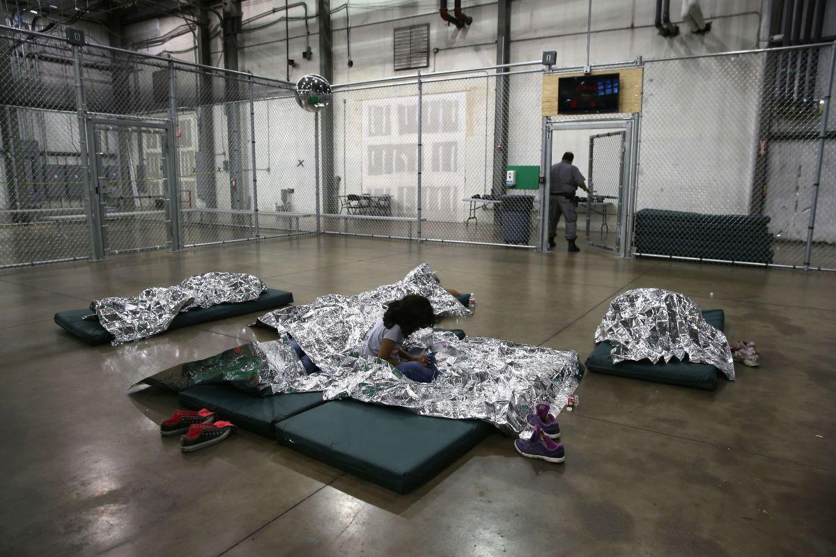 Urgen rechazo de medida republicana para prolongar detención de niños inmigrantes