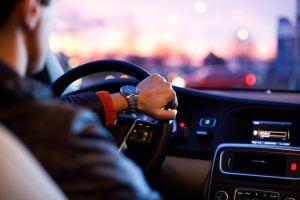 ¿Cuánto dinero cuesta a los automovilistas quedarse atorado en el tráfico?