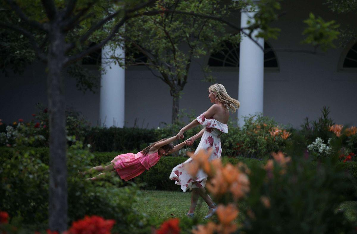 Ivanka Trump ha sido criticada por publicar imágenes de ella y sus hijos en medio de la crisis migratoria.
