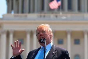 Trump un paso más cerca de hacer historia