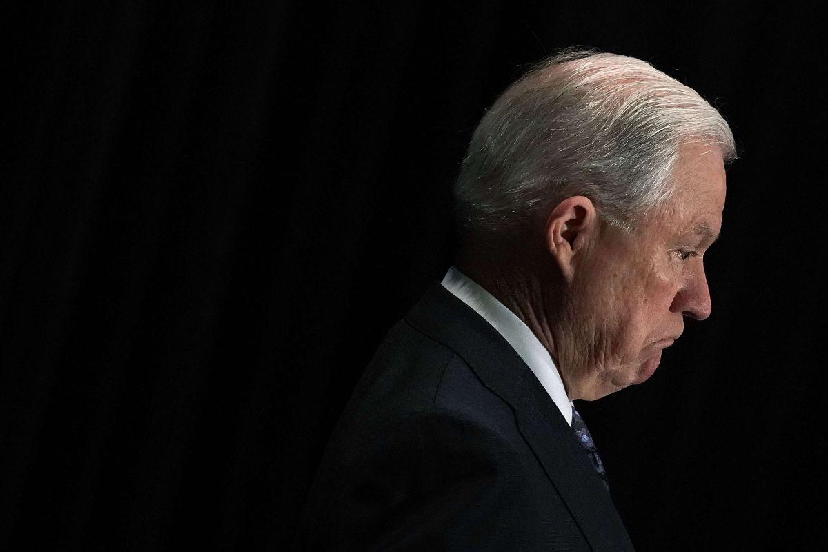 Sessions acusó a los inmigrantes de abusar de la ley migratoria de EEUU.