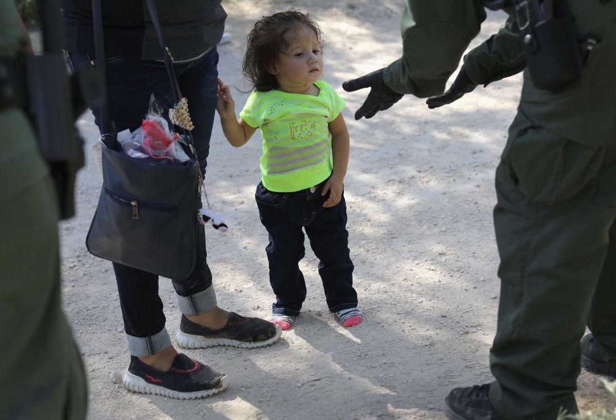 Administración Trump podría encerrar hasta a 30,000 niños inmigrantes