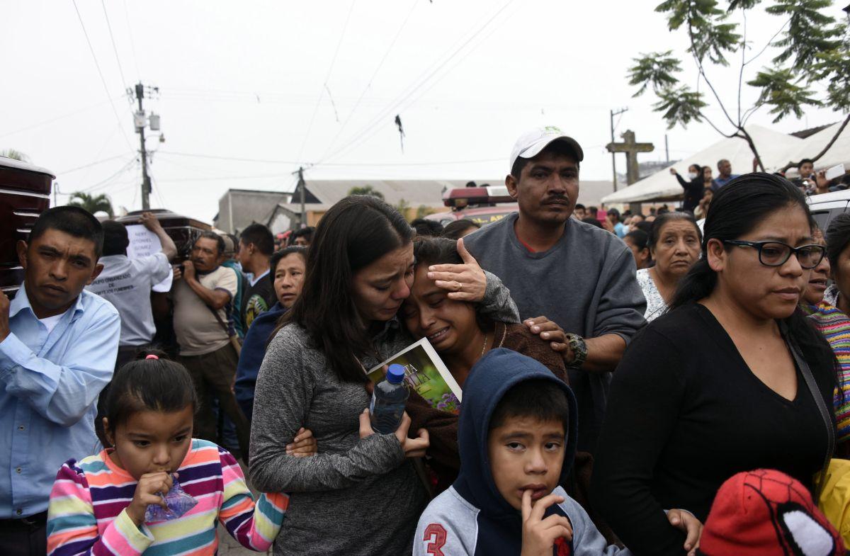 "GobiernodeGuatemalatiramuertos delvolcán""como basura"", denuncian voluntarios"