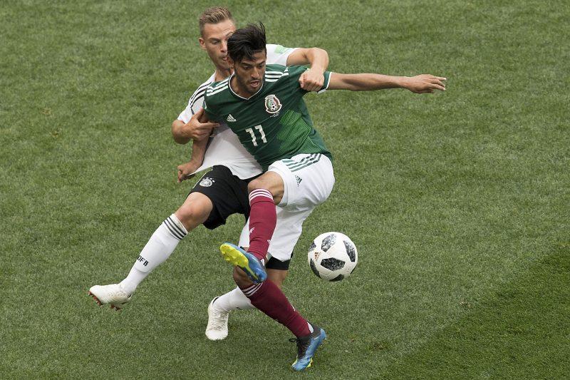 A horas de su gran partido ante Alemania Carlos Vela llora la muerte de su abuelo