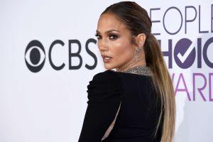 Jennifer López sorprende con cambio de look para la gala de los Grammy