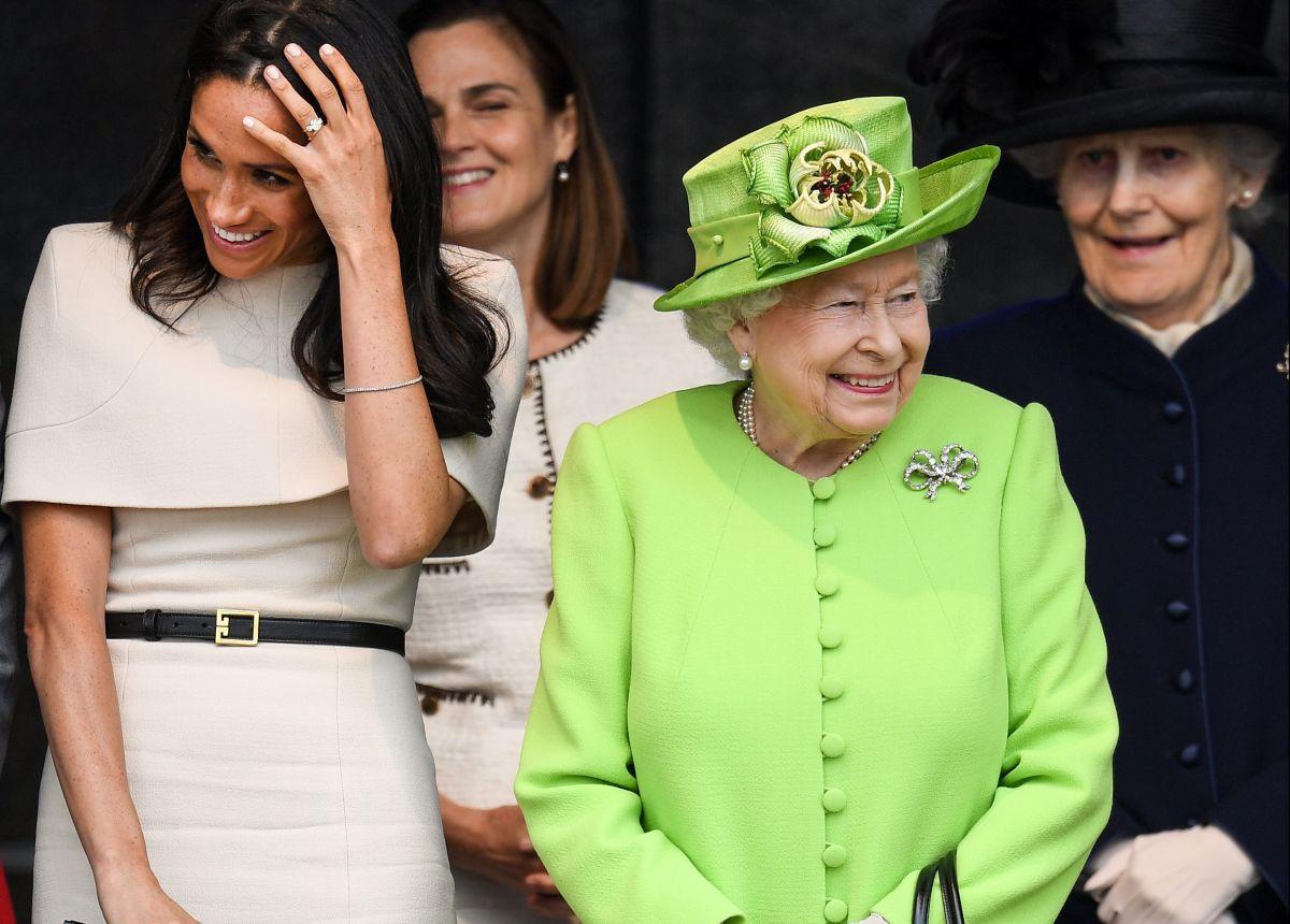 La duquesa de Sussex junto a la reina Isabel II.