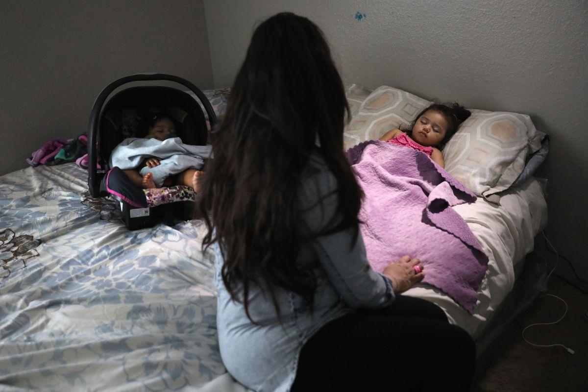 Christina, inmigrante indocumentada de 30 años, vela por sus hijos nacidos en EEUU. Ella ha vivido en Colorado durante 26 años.