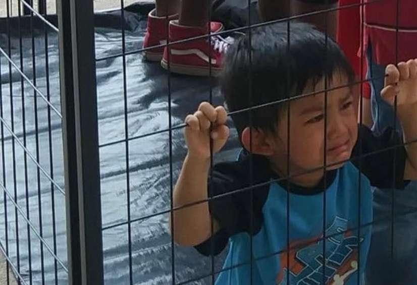 La verdad sobre esta imagen de un niño inmigrante en una jaula