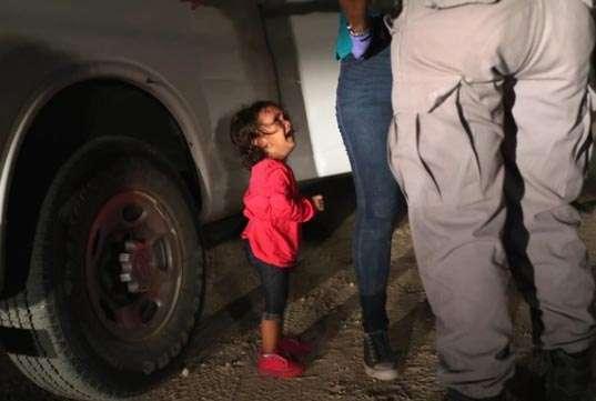 La verdad detrás de la foto de la niña migrante en portada de Time