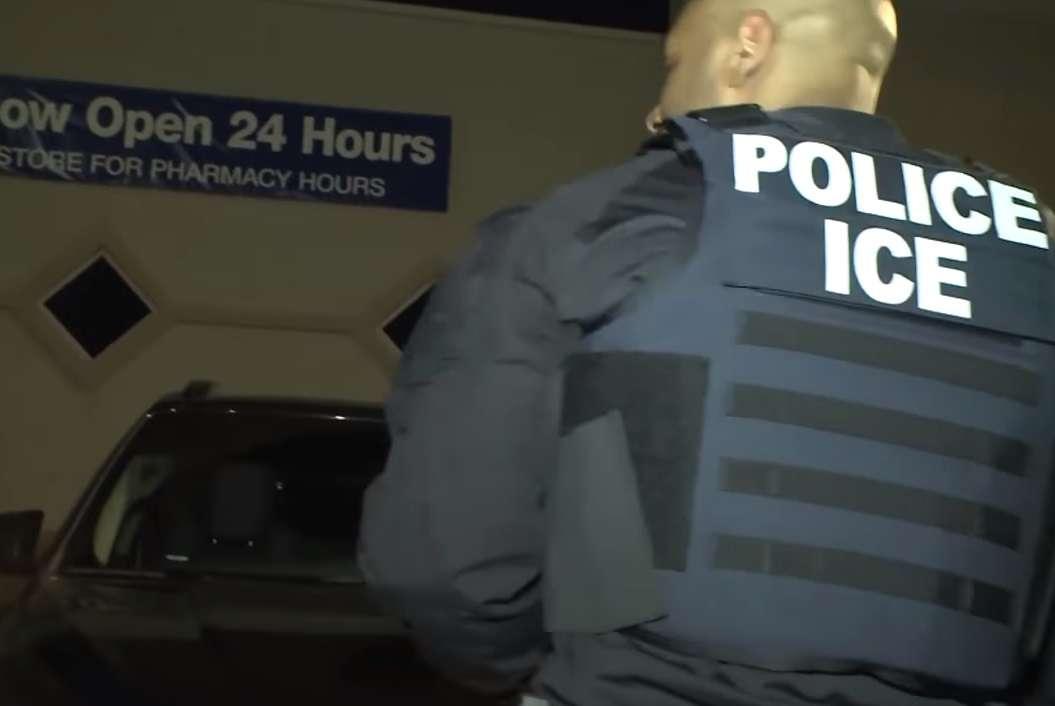 La advertencia de ICE a empresas que contraten a indocumentados