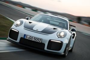 Video: Así se siente conducir un Porsche 911 en una autopista alemana