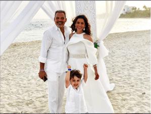 Mira la emotiva renovación de votos matrimoniales de Lourdes Stephen