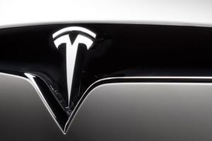 Tesla pudiera presentar su nueva pickup eléctrica este verano
