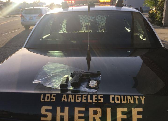 El LASD recuperó un arma en la escena del suceso.