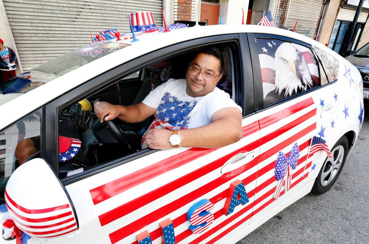 Inmigrante guatemalteco honra la Independencia de EE UU con su propio auto