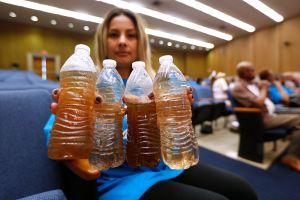 Victoria para residentes de Compton en pro del agua limpia