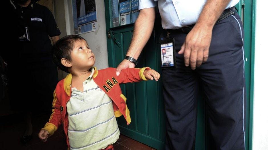 """""""No sabían lo que era ver la luz del día"""": México detuvo y procesó a 138,000 niños migrantes"""
