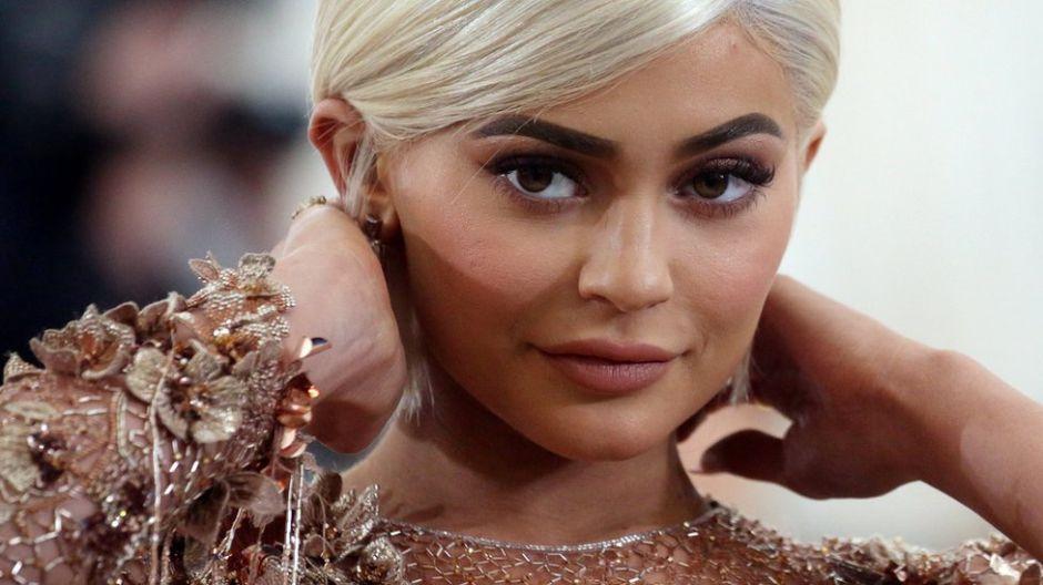 Kylie Jenner compra el auto más rápido del mundo y le llueven críticas