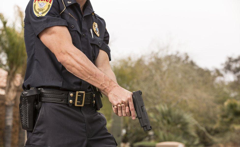 ¿Por qué la policía en Estados Unidos dispara a matar?