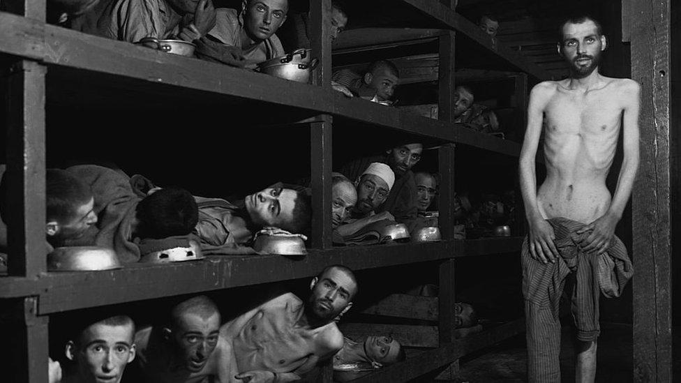 Qué defienden los negacionistas del Holocausto y por qué Facebook no los censura
