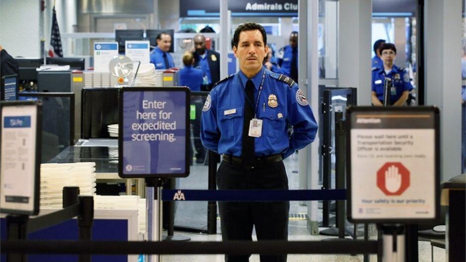 """""""Cielos tranquilos"""", el programa secreto con el que EEUU espía a los pasajeros en los vuelos"""