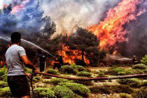 Van 80 muertos por fuertes incendios en Grecia, los peores de los últimos años