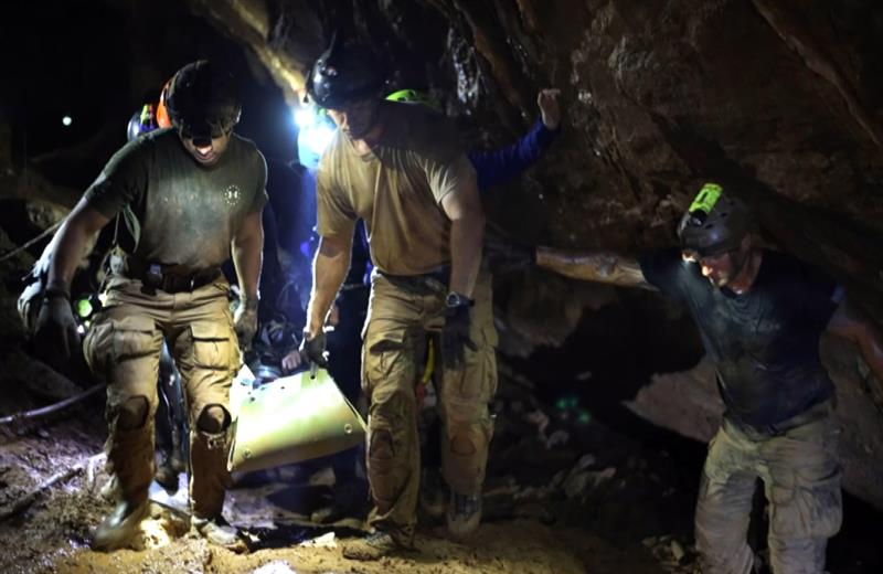 Revelan  video del rescate de los niños atrapados en una cueva en Tailandia