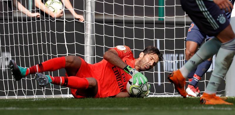VIDEO: Gianluigi Buffon se estrena en el PSG con un atajadón