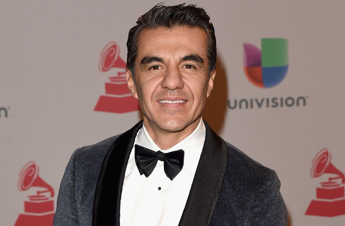 Adrián Uribe.