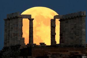 Esto debes hacer para atraer dinero y  amor en el próximo eclipse lunar