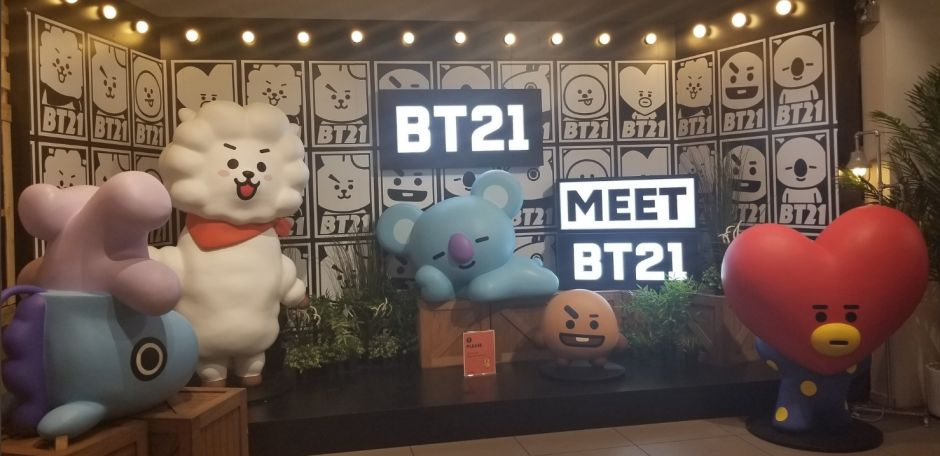 La banda BTS inagura tienda pop-up en Hollywood