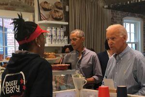 Obama y Biden almuerzan juntos en un café de Washington DC y los clientes enloquecen