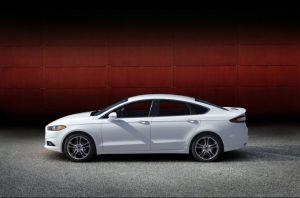 Ford llama a revisión miles de Ford Fusion por cables de transmisión