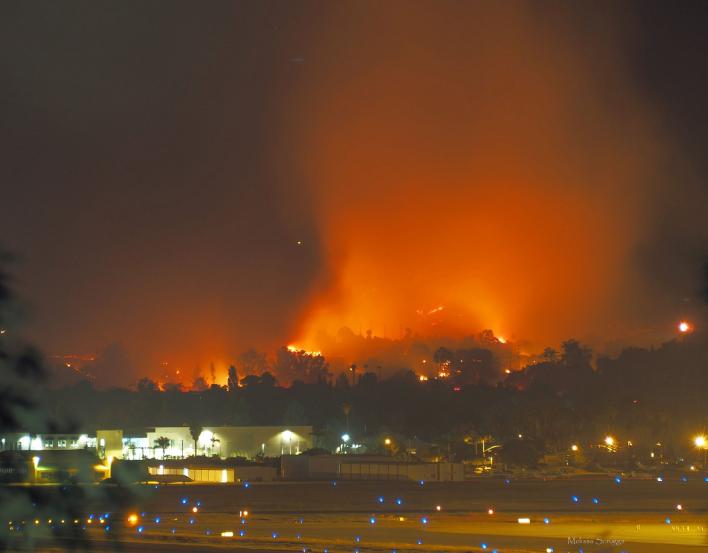 El Holiday Fire estalló el viernes por la tarde.