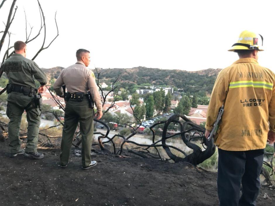 El fuego daña complejos residenciales en Santa Clarita
