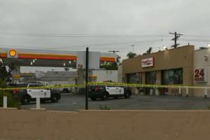 Empleado recibe disparo fatal en gasolinera de Mid-City; dos hombres buscados