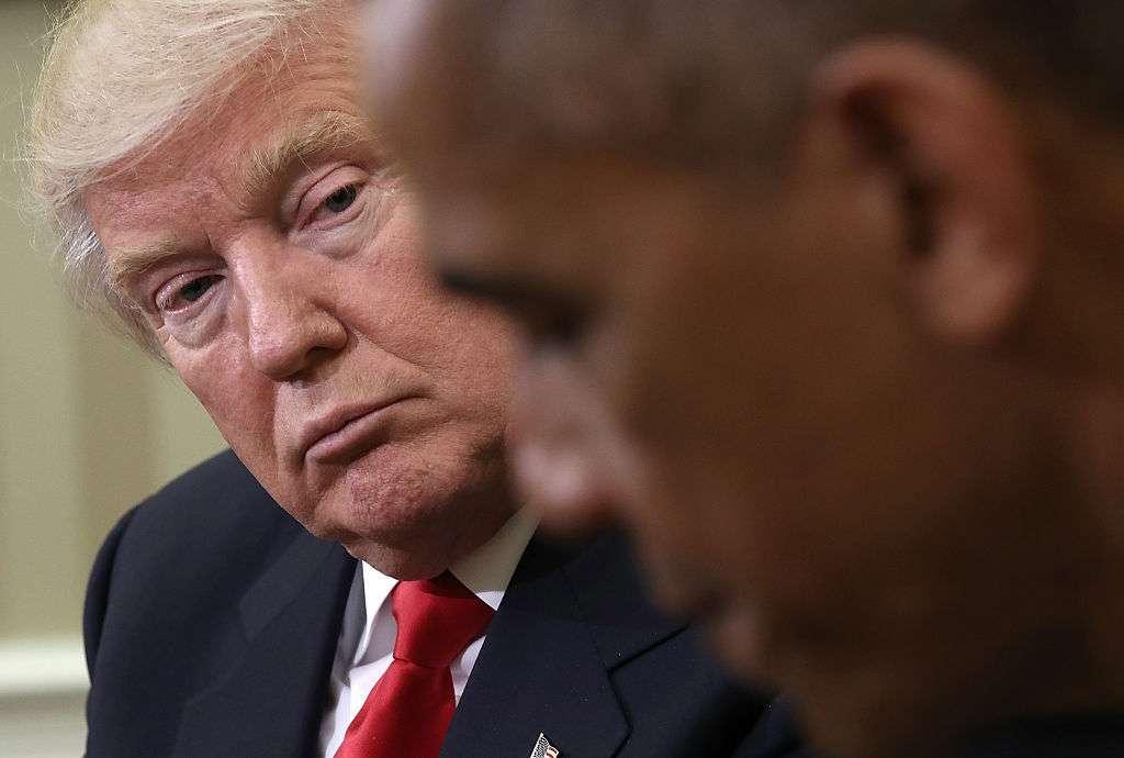 El presidente Trump cuestionó una supuesta decisión de Obama.