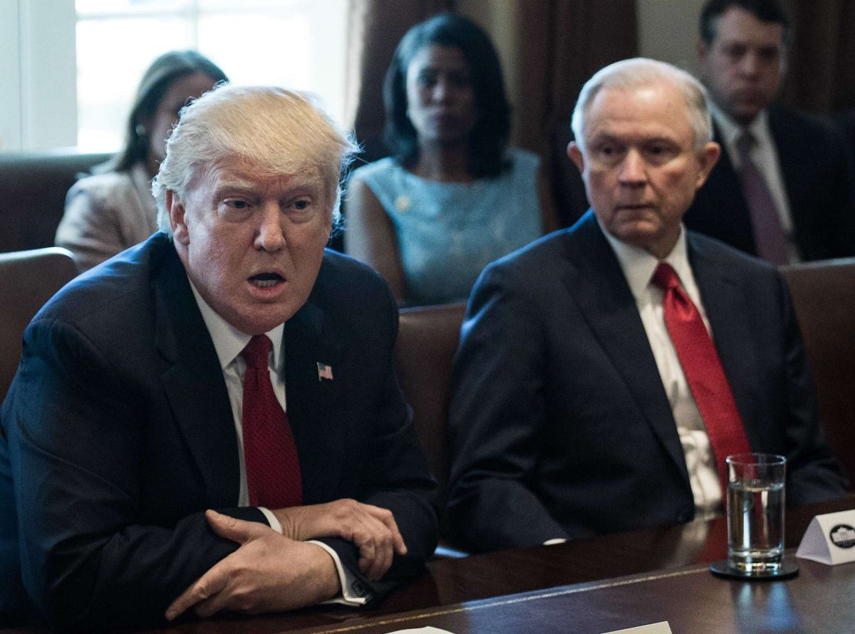 El presidente Trump y el fiscal Jeff Sessions.