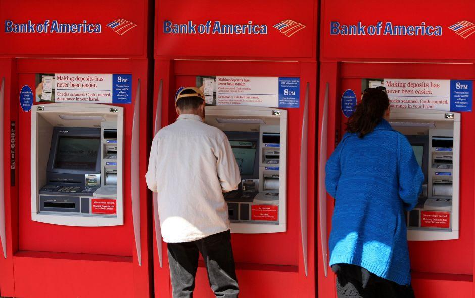 Bank of America les congela cuenta familiar después de exigir prueba de ciudadanía