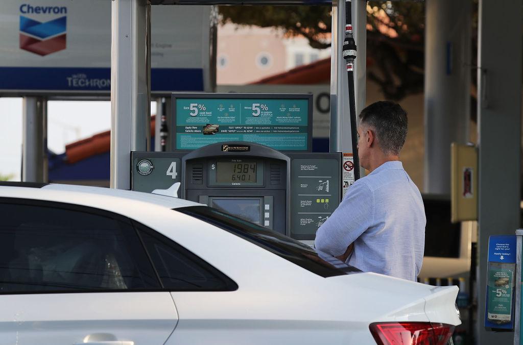 ¿Mito o verdad? Usar el celular en una gasolinera causa incendios