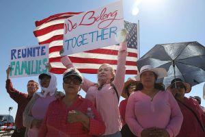 Senadores demócratas exigen pronta reunificación de 539 niños que están en albergues