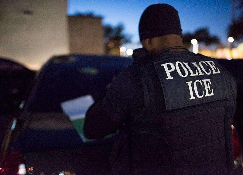 ICE captura a 132 inmigrantes durante redada