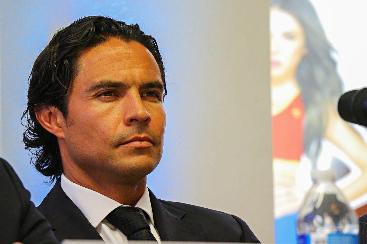 Exfutbolista Braulio Luna atropella a una mujer, intenta huir y es detenido