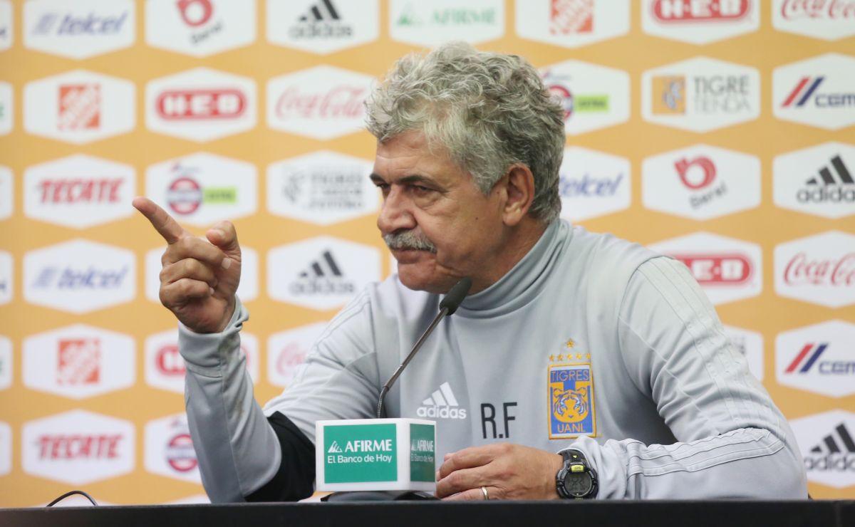 """VIDEO: """"Tuca""""Ferretti insultó a reportero que no lo dejaba hablar"""