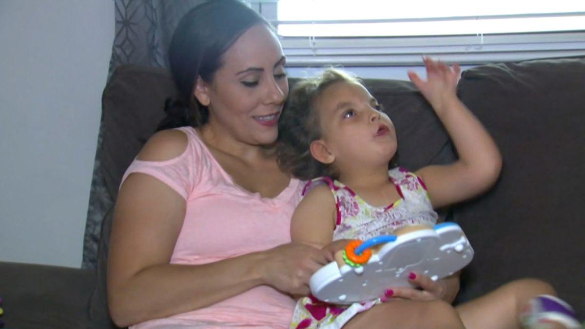 Padres felizmente casados piensan en el divorcio para salvar la vida de su hija