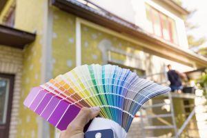 Transforma su casa y los vecinos odian el nuevo look, ¡tremendos colores!