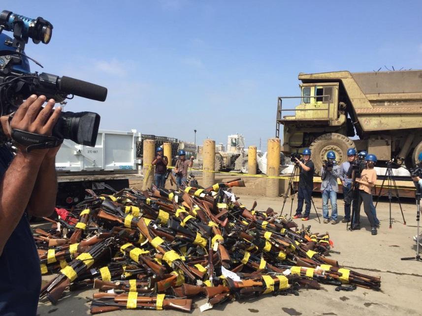 Miles de armas se derriten en Rancho Cucamonga para crear estatuas de ángeles de 6 pisos