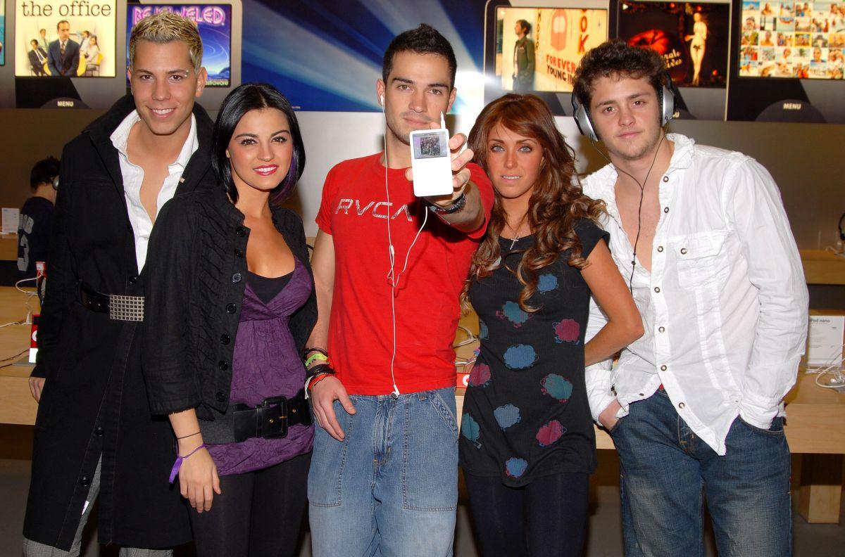 RBD en el 2006 durante el lanzamiento de iTunes Latino