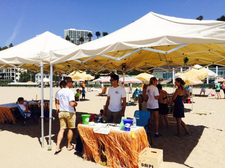 La biblioteca de Santa Monica lleva libros a la playa