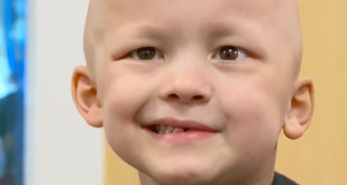 Un niño de cinco años enfermo de cáncer escribió su propio obituario.